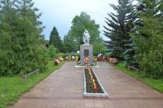В день памяти и скорби унинцы возложили цветы  к памятнику погибшим землякам