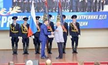 Сотрудники внутренних дел принимают поздравления накануне своего профессионального праздника