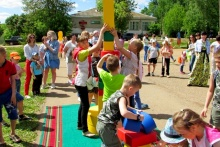 2 июня дети разных возрастов собрались на площади Унинского Центра культуры и досуга, где прошел районный праздник детства «По страницам сказок».