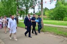 Владимир Климов осмотрел обустройство пешеходных переходов рядом с учебными заведениями