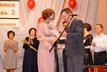 Глава района вручил выпускникам Унинской школы медали