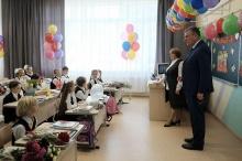 Первые лица региона поздравили подшефные классы с началом учебного года