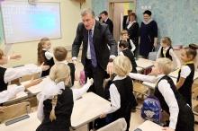 Игорь Васильев вместе с учениками подшефного класса посмотрел спектакль участников проекта «Театральное Приволжье»