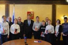 Школьники города Кирова получили свои первые паспорта