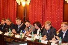 На координационном совещании Владимир Климов обсудил реализацию новой системы обращения с ТКО в Кировской области