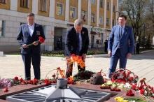 Главный федеральный инспектор по Кировской области возложил цветы к Вечному огню