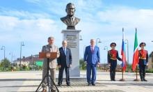 Памятный бюст первого Президента Республики Татарстан Минтимера Шаймиева