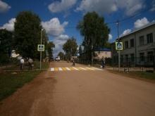 Обустраивается пешеходный переход  вблизи средней школы пгт Уни