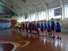 В зональных соревнований по мини-футболу команда Унинского района заняла второе место