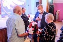 Игорь Васильев наградил три супружеские пары Унинского и Богородского районов медалями «За любовь и верность»